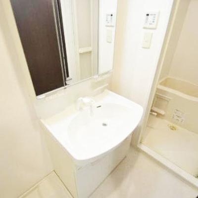 洗髪洗面化粧台の白くてきれい