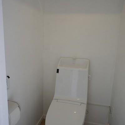 真っ白なトイレ ※写真は別部屋