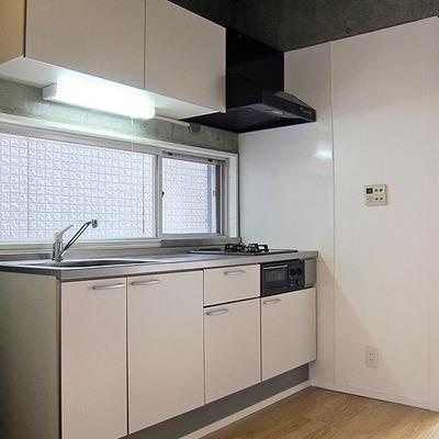 キッチンはきれいです ※写真は別部屋