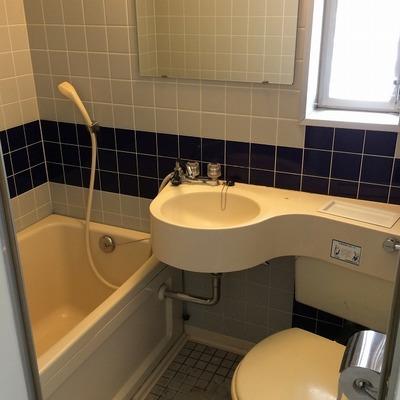 バスルームは3点ユニット。