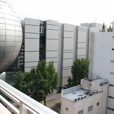 左を向くと科学館のシンボル球体が!※写真は別部屋になります。