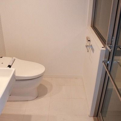 トイレからお風呂場が見えます※写真は別部屋になります。