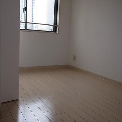洋室をちらっ。※写真は別部屋です