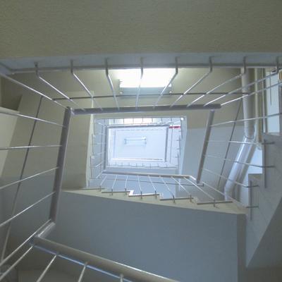 エレベータ無し、らせん階段で登ります。