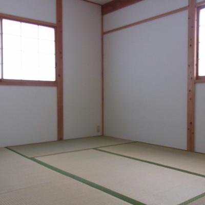 和室はしっかり6帖、安定の2面採光。