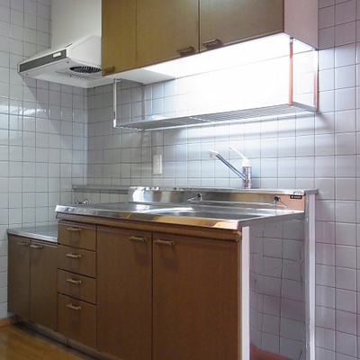 キッチンはコンロ持ち込み式になります。