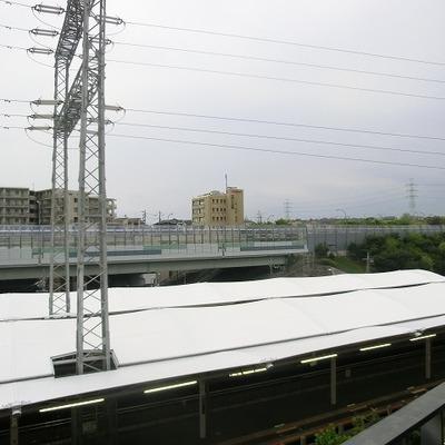駅がすぐそばにあります。