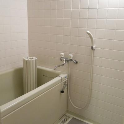 お風呂は使いやすそうな設備。