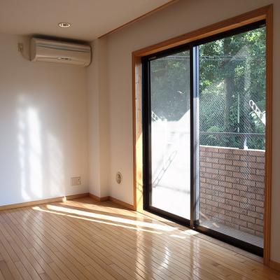 オークの床の下には床暖房も入ってます。