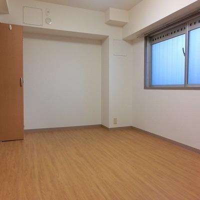 6帖の洋室、全部屋エアコンは持ち込みとなります