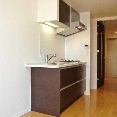 キレイなキッチン。2口のガスコンロです※画像は別部屋