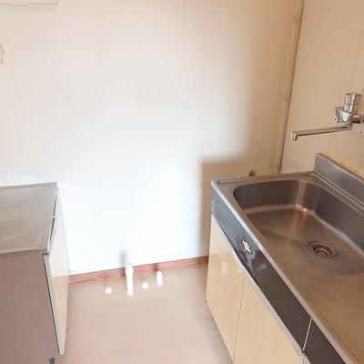 キッチンは、正直言って残念ですが、スペースがきちんと確保されているのはいいところ。