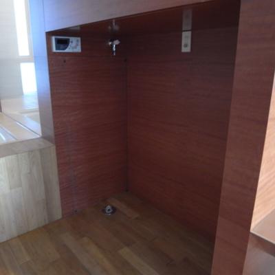 洗濯機&冷蔵庫置き場※写真は1階の同間取り別部屋のものです