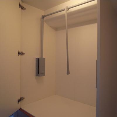 収納はこんな感じ。無駄に照明が・・いえいえ、ホテルですから※写真は1階の同間取り別部屋のものです