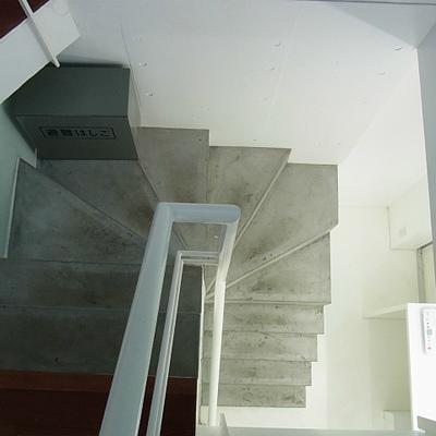 共用部も階段のみ