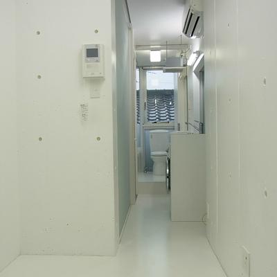 トイレから居室まで一続きです※写真は別部屋です
