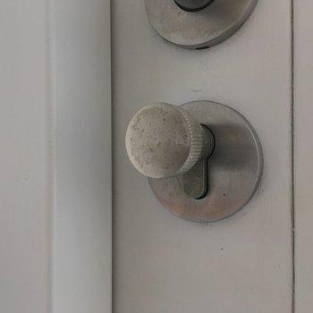 鍵は2段階になってます。さっきまでの開放感とは裏腹に、堅いセキュリティ。ギャップに惚れそう。