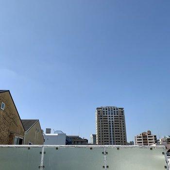 【4F】青空が気持ちいいですね。
