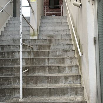お部屋までは階段を少し登りますよ。