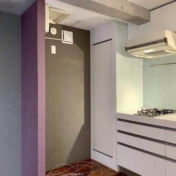 【2F】冷蔵庫は隣に置けますね。