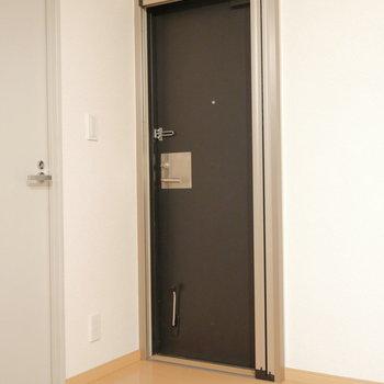 こちらの扉を開くと。