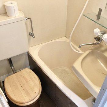 トイレがかわいくデザインされてます。※写真はクリーニング前のものです