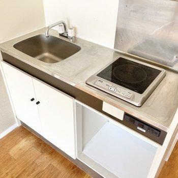 キッチンは1口IH付きで便利に使えます。※写真はクリーニング前のものです