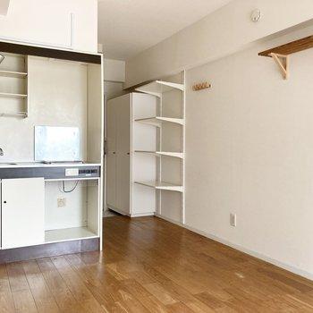 居室は約6.5帖、インテリアは最小限にして空間を広く使うのがいいかしら。※写真は通電・クリーニング前のものです