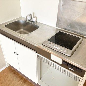 キッチンは1口IHで使い勝手が◎※写真は通電・クリーニング前のものです