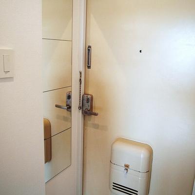玄関扉、普通です。