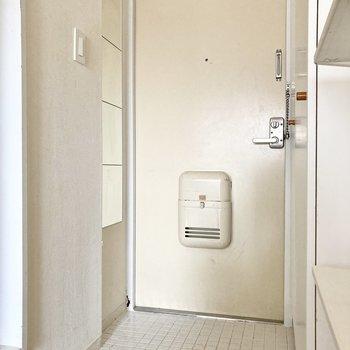 玄関は広さがあり、出入りもしやすそう。※写真は通電・クリーニング前のものです