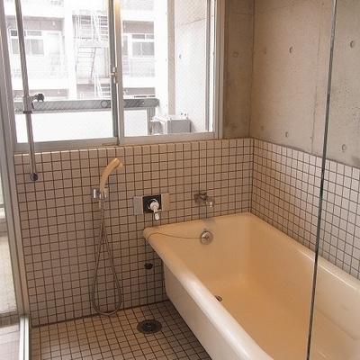 お風呂も良い感じ。※画像は別部屋です。