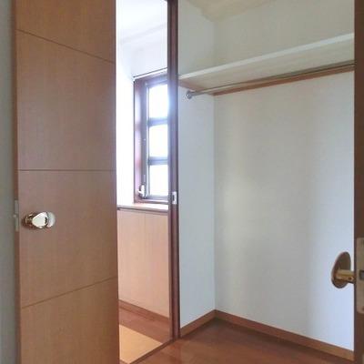 3か所の扉のあるウォークインクローゼット※画像は10202号