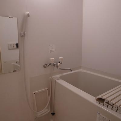 お風呂には浴室乾燥機が付いてます