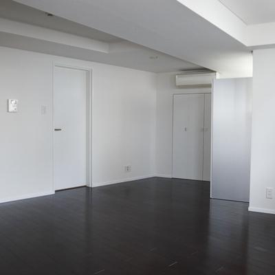 シンプルですっきりした内装。※写真は別部屋です