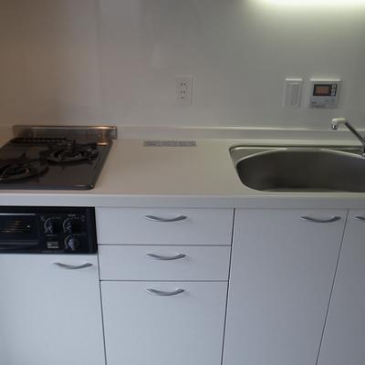 2口ガスコンロ、しっかり料理も作れます。※写真は別部屋です