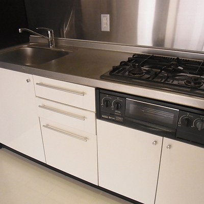 キッチンがガス3口で収納も充実