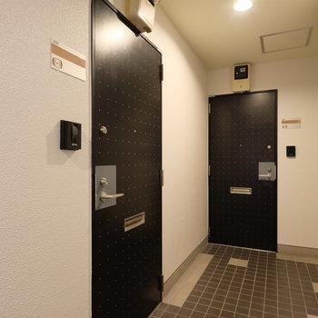 玄関前の共有部※写真は前回募集時のもの