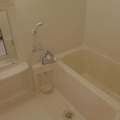 広々とした浴室で、日々の疲れを癒してください!
