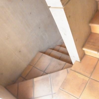 階段部分もタイルです。