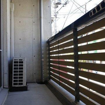 木製ルーバーの手すりです。※写真は2階の反転間取り別部屋のものです