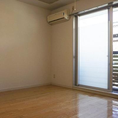 白壁部分もスタイリッシュ。※写真は2階の反転間取り別部屋のものです