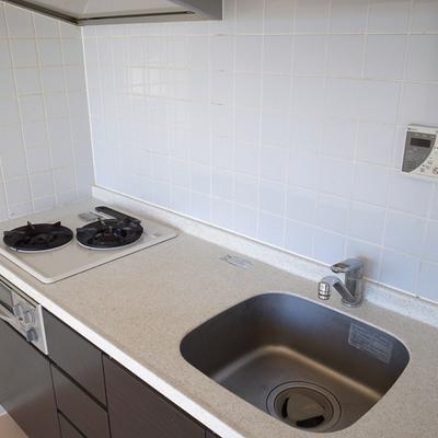 キッチンは2口ガンスコンロ、使いやすいですよ。