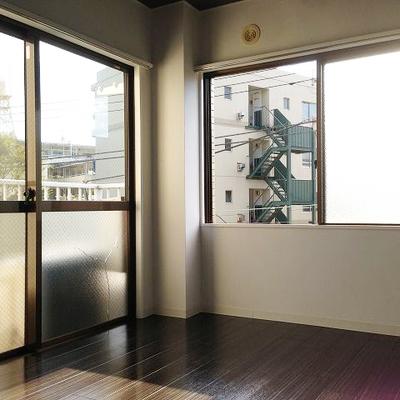 角部屋ならではの2面窓!※割れているガラスは交換いたします。