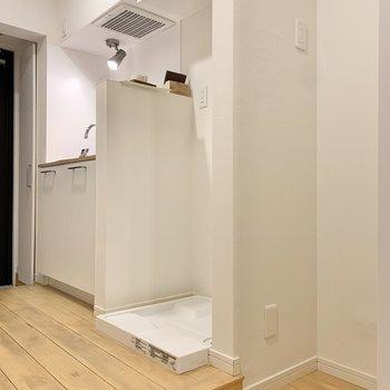 向かいには冷蔵庫が置けます。