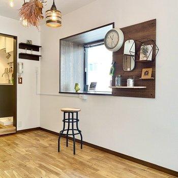 2面採光なのでお部屋に満遍なく光が入ってきますね。※写真の家具・雑貨はサンプルです