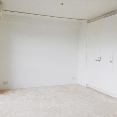 部屋はカーペット仕様