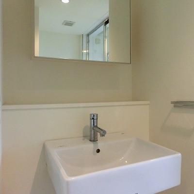 スッキリしたデザインの洗面台