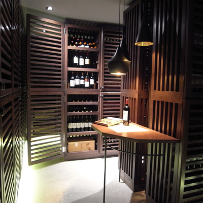 ワインカーヴ。なんともリッチな雰囲気。室内は完璧な保管環境