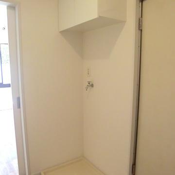 洗濯機はこちらに。吊戸棚つき